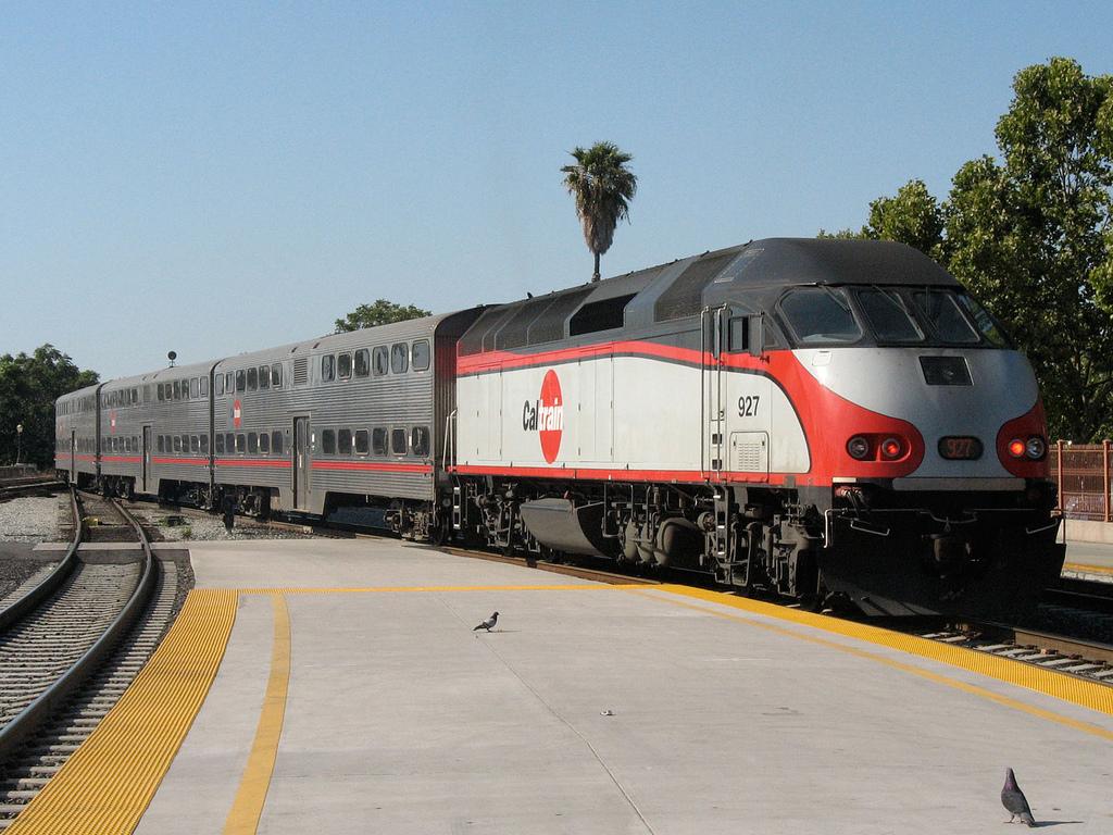 Caltrain pulling into San Jose - Credit Lucius Kwok http://www.flickr.com/photos/luciuskwok/