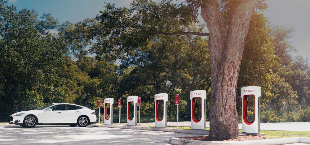 Tesla-supercharger-hero@2x